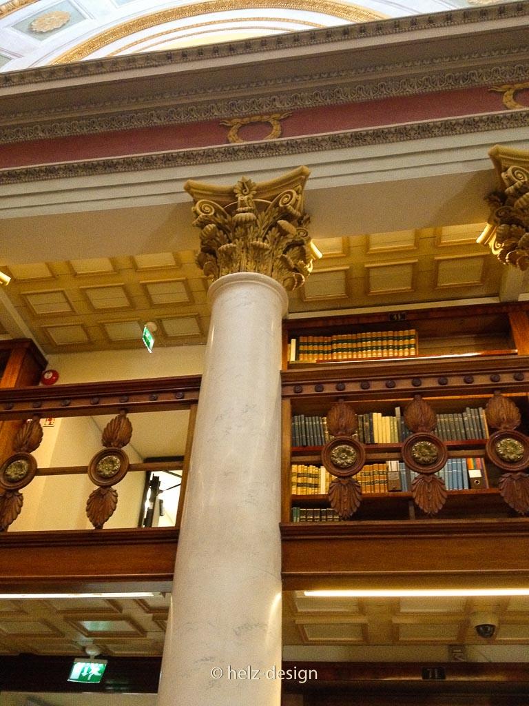 Säulenabschluß im 3. Stock