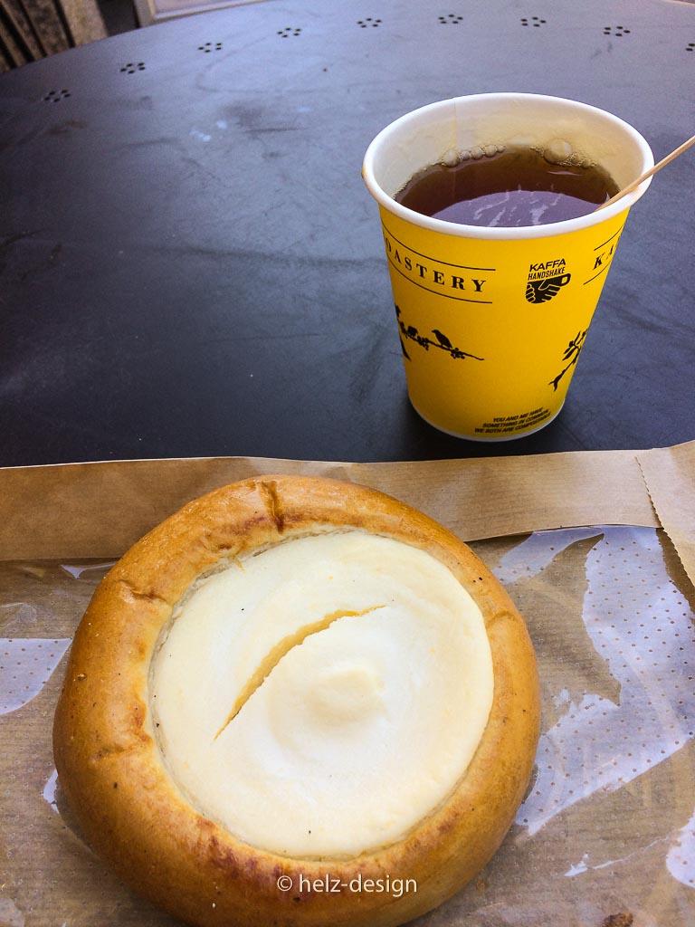 Mein Mittag: Pulla + Tee