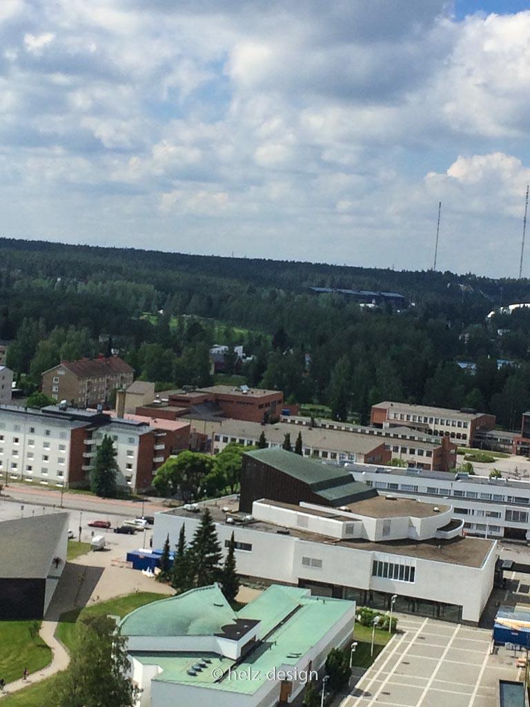 Bib und Stadttheater und im Hintergrund (schwarz) OmaSP Stadion – da wo Sunrise Ave gespielt haben