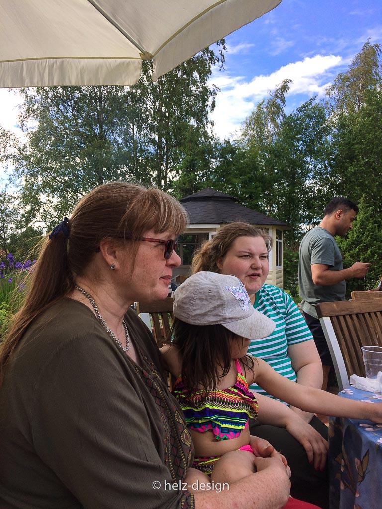 drei Generationen: Äiti – Enkelin – Sister