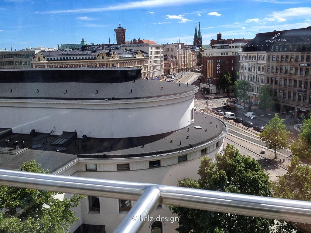 Feuerwache von Erottaja – Johanneksenkirkko – vorne Svenska Teatern