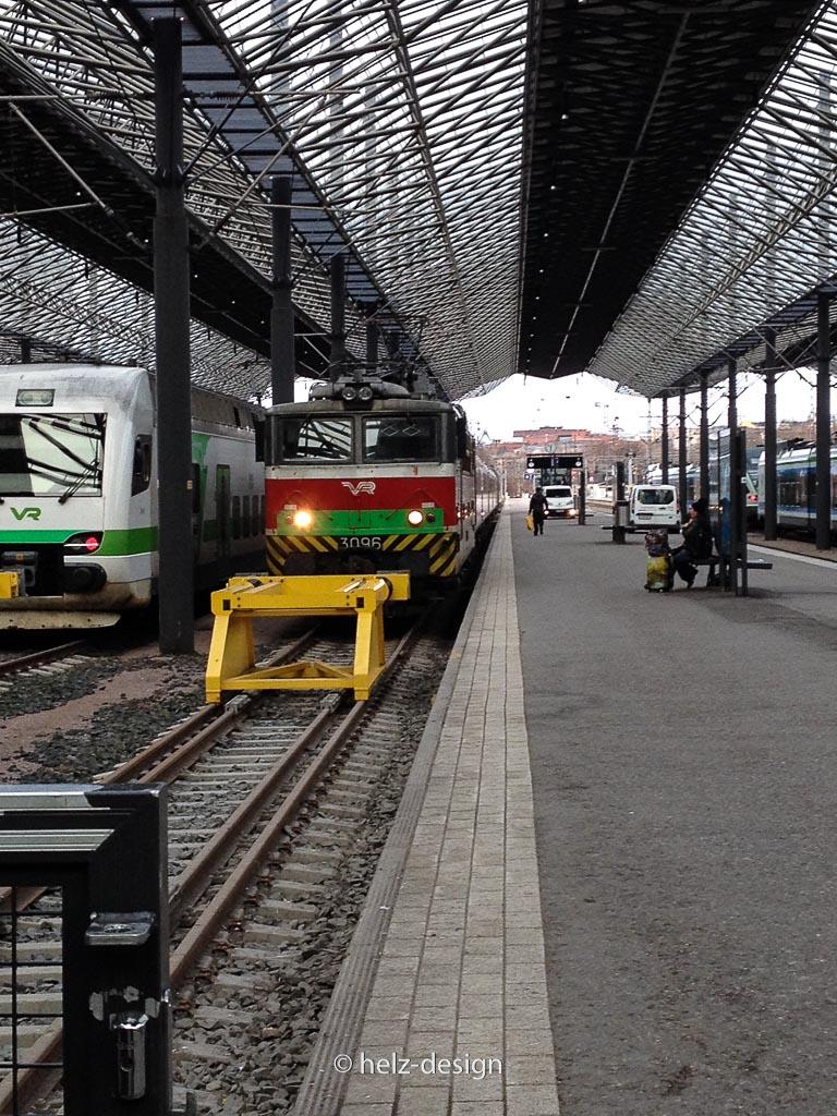 Zug nach Moskau mit Lieferwagen