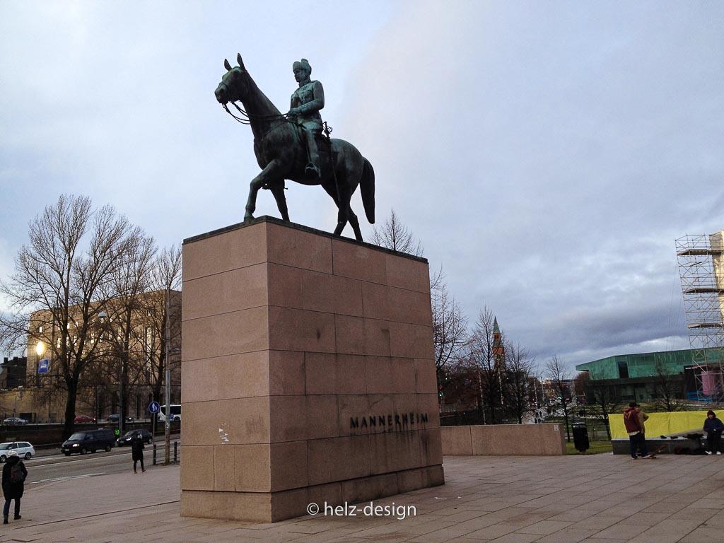 Mannerheimin patsas –Mannerheimdenkmal