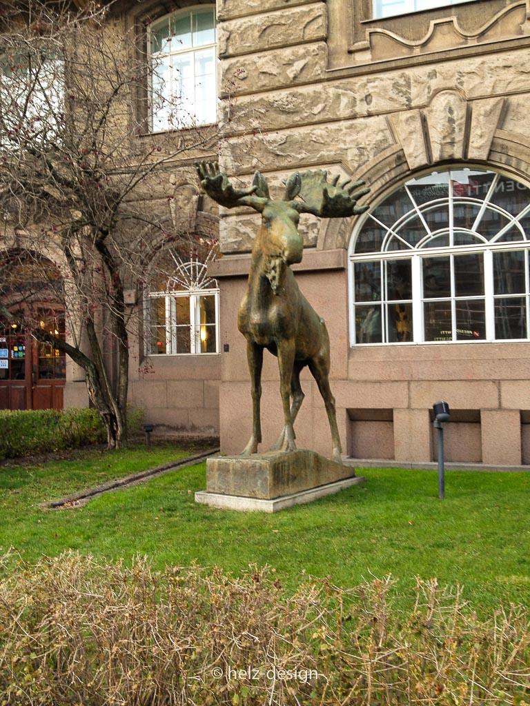 Elch am Naturkundemuseum – Hirvi-veistos Luonnontieteellinen museossa