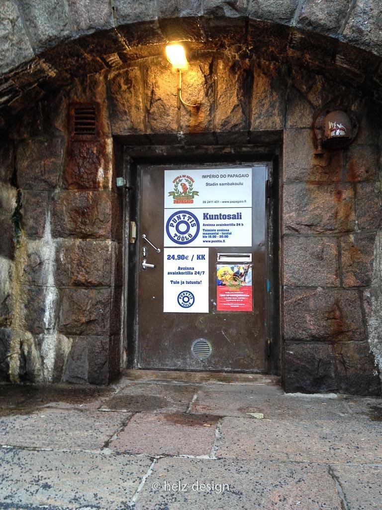 Oksasenkatu: Eingag zur Sambasschule und einem Fitnesscenter