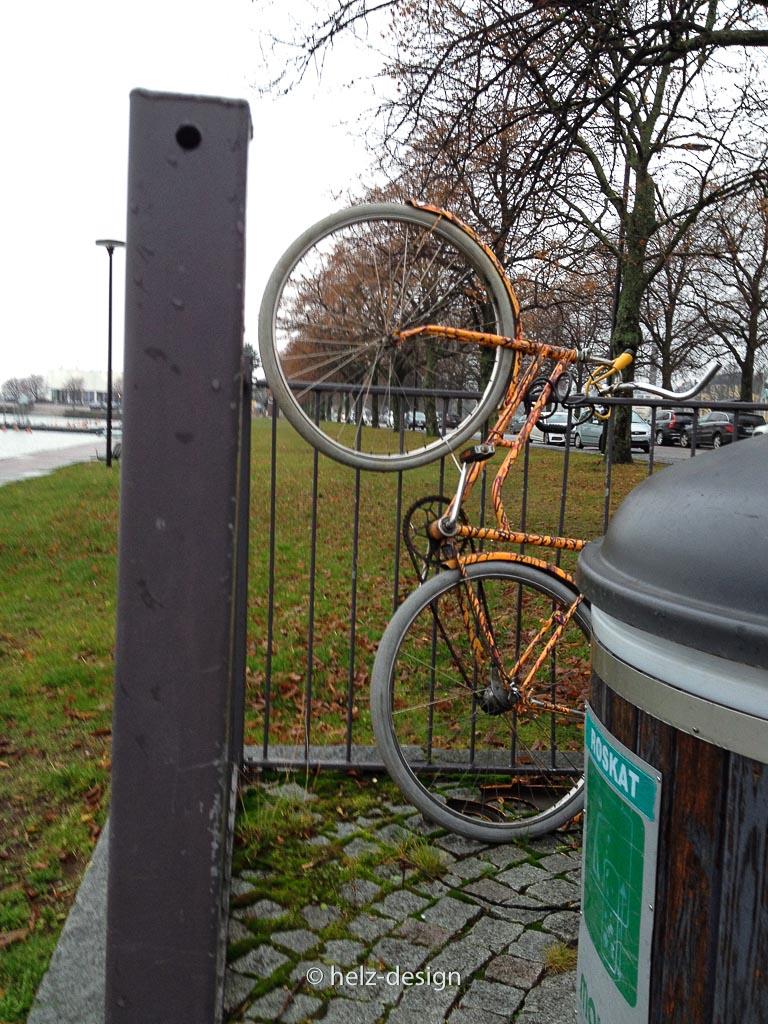Wer hat das Fahrrad so geparkt?